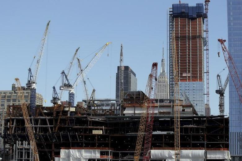 File Photo: Construction cranes surround the base of the 30 Hudson Yards building, Wells Fargo & Co.'s future offices on Manhattan's west side in New York March 22, 2016. REUTERS/Brendan McDermid