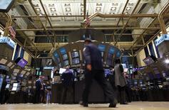 La Bourse de New York a terminé mercredi en nette hausse avec des records à la clé et un indice Dow Jones pour la première fois au-dessus des 21.000 points. L'indice a pris 303,31 points, soit 1,46%, à 21.115,55. /Photo d'archives/REUTERS/Brendan McDermid