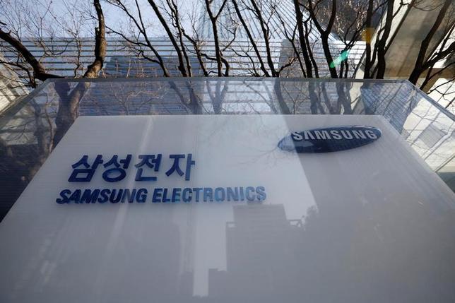 3月2日、韓国のサムスン電子は、全世界で製品の品質改善を担う新たな部門を立ち上げたと発表した。関連会社のサムスン重工業の幹部が移籍し、新部門の責任者となる。写真は韓国ソウル同本社。2月撮影(2017年 ロイター/Kim Hong-Ji)
