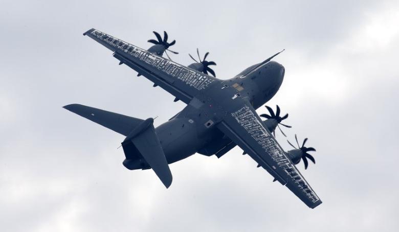 An Airbus A400M military aircraft. REUTERS/Fabrizio Bensch