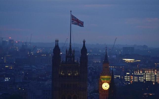 3月1日、英国のEU離脱(ブレグジット)問題は、水面下の駆け引きにとどまる「偽りの戦争」の段階からついに「実戦モード」に突入する。写真は英国旗。ロンドンで昨年6月撮影(2017年 ロイター/Toby Melville)