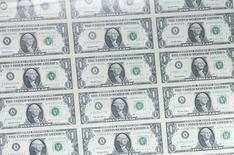 Les banques du monde entier ont payé au total 321 milliards de dollars (306 milliards d'euros) d'amendes depuis la crise financière de 2007-2008, ce qui résulte d'une surveillance devenue plus étroite de la part des autorités de tutelle, suivant une étude du Boston Consulting Group (BCG). /Photo d'archives/REUTERS