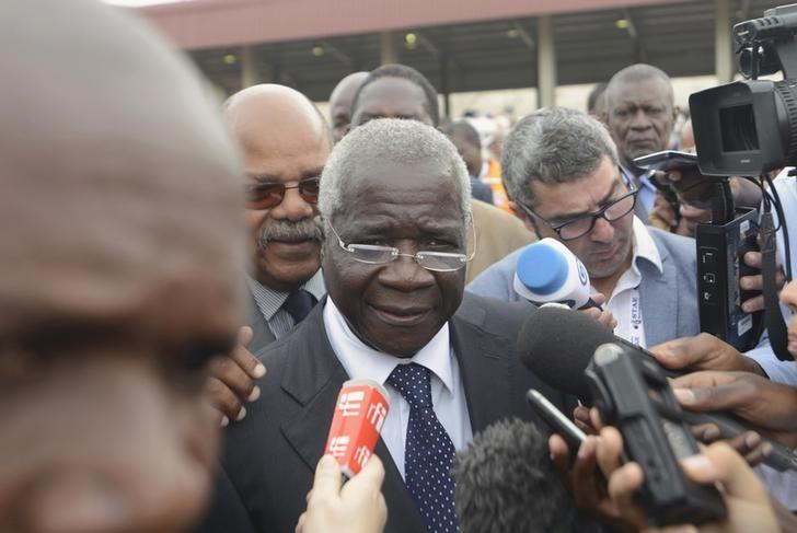 Presidential Candidate Afonso Dhlakama of the Mozambican Resistance Movement (RENAMO) speaks to the media after voting in Maputo in this file photo dated October 15, 2014. REUTERS/Grant Lee Neuenburg/Files