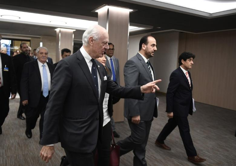 UN Special Envoy of the Secretary-General for Syria Staffan de Mistura (C), arrives with Syria's main opposition High Negotiations Committee (HNC) leader Nasr al-Hariri (2ndR) and delegates to take part in Syria peace talks at the European headquarters of the United Nations in Geneva, Switzerland, March 2, 2017.   REUTERS/Philippe Desmazes