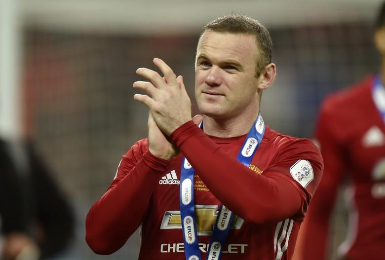 Britain Soccer Football - Southampton v Manchester United - EFL Cup Final - Wembley Stadium - 26/2/17 Manchester United's Wayne Rooney applauds fans as he celebrates winning the EFL Cup Final Reuters / Hannah McKay Livepic