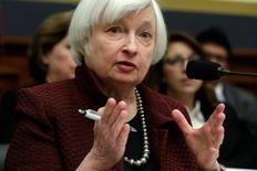 La Réserve fédérale relèvera probablement ses taux d'intérêt ce mois-ci si les indicateurs économiques confirment la tendance à l'oeuvre sur le marché du travail et sur l'inflation aux Etats-Unis, a déclaré vendredi Janet Yellen, la présidente de la Fed. /Photo prise le 15 février 2017/REUTERS/Yuri Gripas