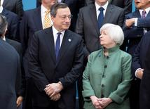 FILE PHOTO:President of the European Central Bank Mario Draghi and U.S. Federal Reserve chair Janet Yellen speak before the G20 finance ministers and central bankers family portrait during the IMF/World Bank 2014 Spring Meeting in Washington April 11, 2014.   REUTERS/Joshua Roberts/File Photo