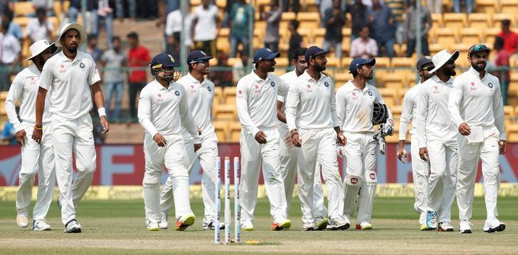 Cricket - India v Australia - Second Test cricket match - M Chinnaswamy Stadium, Bengaluru, India - 07/03/17 - India's players celebrate the dismissal of Australia's Matthew Wade. REUTERS/Danish Siddiqui