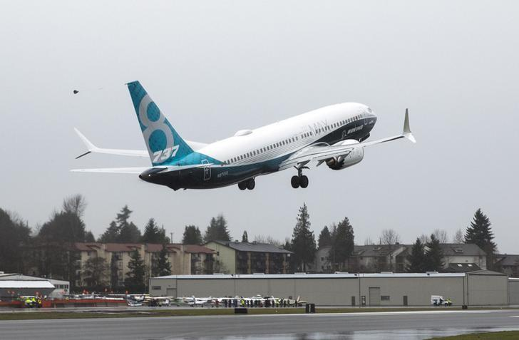 A Boeing 737 MAX takes off during a flight test in Renton, Washington January 29, 2016.  REUTERS/Jason Redmond