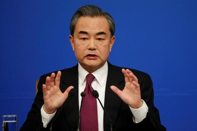 3月8日、中国の王毅外相は記者会見で、台湾とその同盟国との関係は国際法上の根拠を欠いており、台湾の外交に「将来はない」との考えを示した。写真は北京で撮影(2017年 ロイター/Tyrone Siu)
