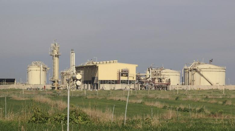 A general view of the north gas company on the outskirts of Kirkuk February 2, 2015. Production at an oilfield near the northern Iraq city of Kirkuk remained suspended on Monday after incurring severe damage during a weekend attack by Islamic State insurgents, Iraq's oil minister said.  REUTERS/Ako Rasheed
