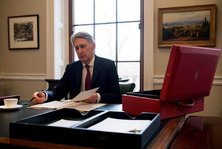Chancellor of the Exchequer, Philip Hammond, prepares his speech in his office at the Treasury ahead of his 2017 budget annoucement, in London, Britain, March 7, 2017. REUTERS/Carl Court/Pool