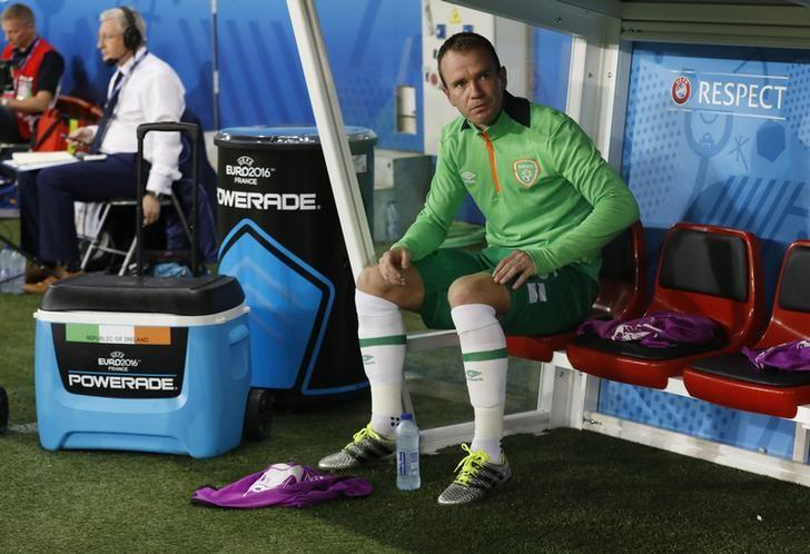 Football Soccer - Italy v Republic of Ireland - EURO 2016 - Group E - Stade Pierre-Mauroy, Lille, France - 22/6/16Republic of Ireland's Glenn Whelan on the substitutes benchREUTERS/Carl RecineLivepic/File Photo