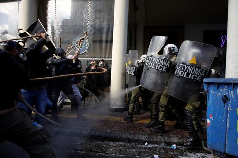 Greek farmers clash with police