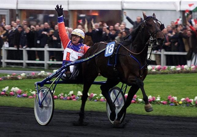 3月8日、イタリア北部の都市ピサ近郊の競走馬厩舎から7日、複数の名門競馬で優勝し「金髪の砲弾」の異名を持つ競走馬「Unicka」と、同じく注目されている仔馬のサラブレッド「Vampire Dany」が盗まれる事件があった。写真は2002年1月撮影の人気馬バレンヌ(2017年 ロイター/Charles Platiau)