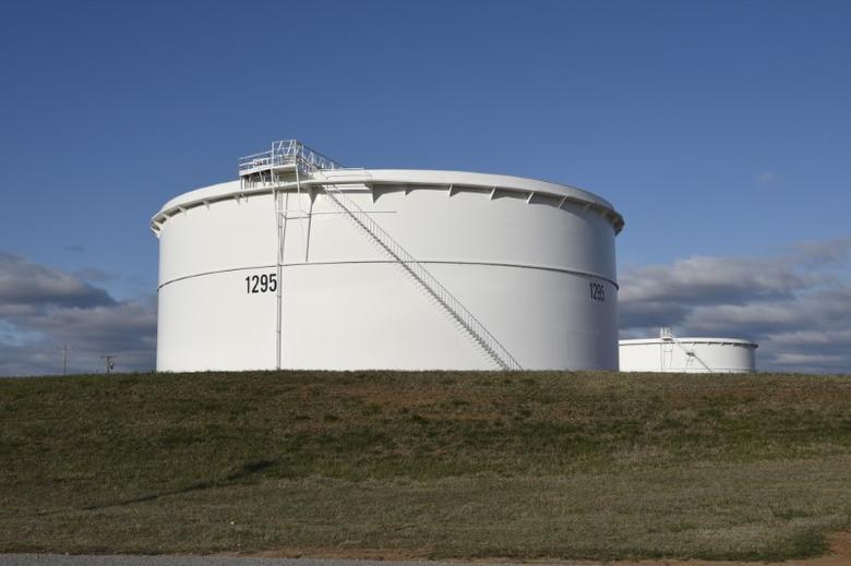 2016年3月,美国俄克拉荷马州库欣,图为安桥(Enbridge)公司的原油储罐。REUTERS/Nick Oxford