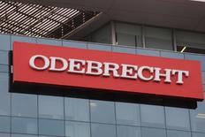 Logo da Odebrecht em prédio da empresa em Lima. 24/01/2017 REUTERS/Guadalupe Pardo