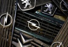 Les acquisitions françaises d'entreprises en Allemagne ont atteint en 2016 un niveau record, selon une étude publiée jeudi par le cabinet de conseil PwC, une tendance qui se confirme en début d'année avec le projet de rachat du constructeur automobile allemand Opel par PSA. /Photo prise le 6 mars 2017/REUTERS/Dado Ruvic