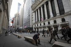 À New York, le Dow Jones a grappillé 2,46 points à 20.858,19, soit un gain de 0,01% minime mais suffisant pour mettre fin à une série de trois séances de baisse qui était inédite depuis l'élection de Donald Trump à la Maison blanche le 8 novembre. /Photo d'archives/REUTERS/Brendan McDermid