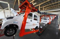 La progression du marché automobile chinois est repartie de l'avant en février, avec une augmentation de 22,4% des ventes de véhicules neufs par rapport au même mois de 2016, une donnée qui déjoue le pronostic de certain de voir la demande reculer à la suite de l'atténuation de mesures incitatives. /Photo prise le 1er décembre 2016/China Daily/via REUTERS