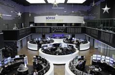 Les principales Bourses européennes évoluent en hausse vendredi. À Paris, l'indice CAC 40 gagne 0,51% vers 8h43 GMT. À Francfort, le Dax prend 0,55% et à Londres, le FTSE avance de 0,43%. /Photo d'archives/REUTERS