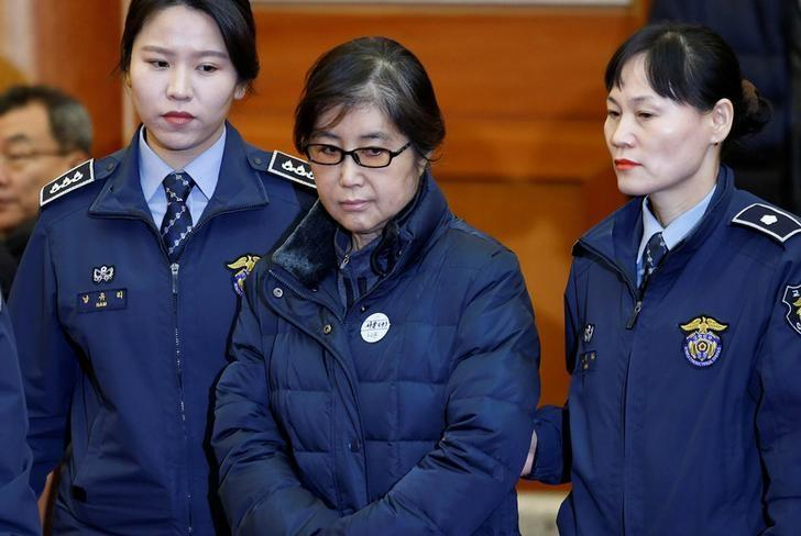 Choi Soon-sil, the woman at the centre of the South Korean political scandal and long-time friend of President Park Geun-hye, arrives for a hearing arguments for South Korean President Park Geun-hye's impeachment trial at the Constitutional Court in Seoul, South Korea, January 16, 2017.  REUTERS/Kim Hong-Ji/Files