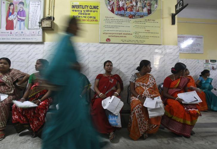 Pregnant women holding their prescription papers wait to be examined at a government-run hospital in Agartala March 17, 2015. REUTERS/Jayanta Dey