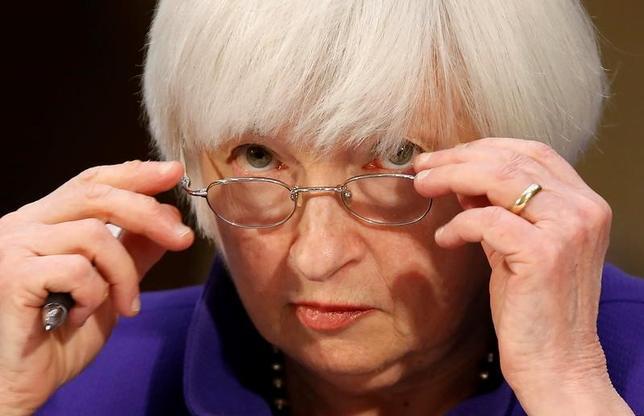 3月10日、JPモルガンは、米FRB当局者の年内利上げ回数予想の中央値が4回に増える可能性があるとの見方を示した。写真はイエレン議長。ワシントンで2月撮影(2017年 ロイター/Joshua Roberts)