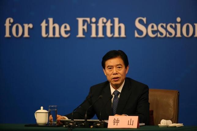 3月11日、中国の鍾山商務相は、米中の貿易戦争には全くメリットがないとの認識を示した。写真は北京で撮影(2017年 ロイター/Iris Zhao)