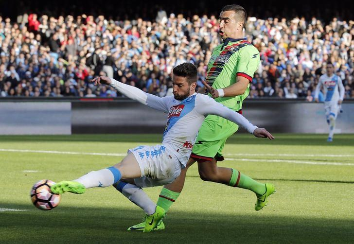 Football Soccer - Napoli v Crotone - Italian Serie A - San Paolo stadium, Naples, Italy - 12/03/17 - Napoli's Dries Mertens in action with Crotone's Noe Dussenne.        REUTERS/Ciro De Luca