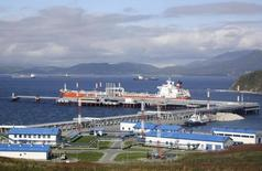 Порт Козьмино в 100 километрах к востоку от Владивостока 4 октября 2010 года. Грузооборот морских торговых портов в 2017 году вырастет примерно на 6 процентов, сказал журналистам в понедельник замминистра транспорта Виктор Олерский. RUSSIA-OIL/ASIA REUTERS/Jessica Bachman