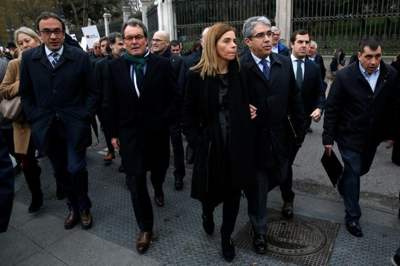 Former Catalan Government Presidency Councillor Francesc Homs (2nd R) and former Catalonia's regional President Artur Mas (2nd L) walk before appearing in Supreme Court in Madrid, Spain February 27, 2017. REUTERS/Juan Medina
