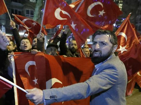 Turkey-Netherlands feud escalates