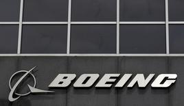 The Boeing logo is seen at their headquarters in Chicago, in this April 24, 2013 file photo.   REUTERS/Jim Young/File Photo