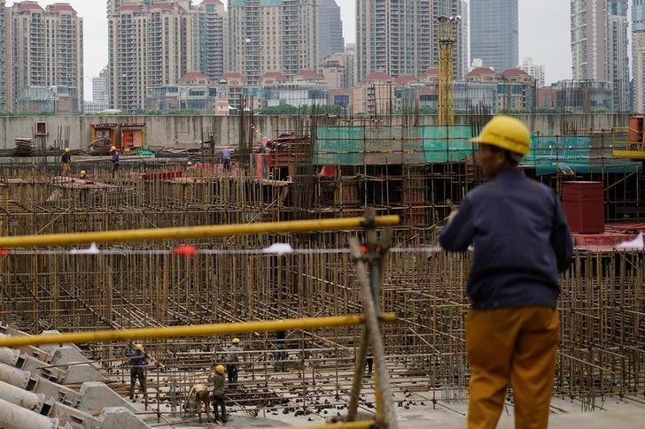 2016年10月,上海浦东金融区对面外滩地区的一处建筑工地。REUTERS/Aly Song