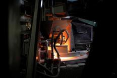 La production industrielle a augmenté moins que prévu en janvier, l'effet de la hausse des investissements des entreprises dans des biens d'équipements ayant été partiellement annulé par une baisse de la fabrication de biens de consommation. /Photo prise le 10 mars 2017/REUTERS/Benoit Tessier