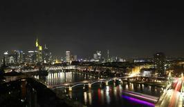 À Francfort. Le moral des investisseurs allemands s'est redressé en mars, mais moins que prévu. /Photo prise le 10 décembre 2016/REUTERS/Kai Pfaffenbach