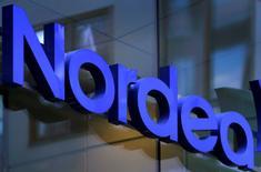 Nordea pourrait déménager son siège hors de Suède si le gouvernement adopte une proposition prévoyant une augmentation des sommes que les banques versent au fonds de résolution du secteur. /Photo d'archives/REUTERS/Bob Strong