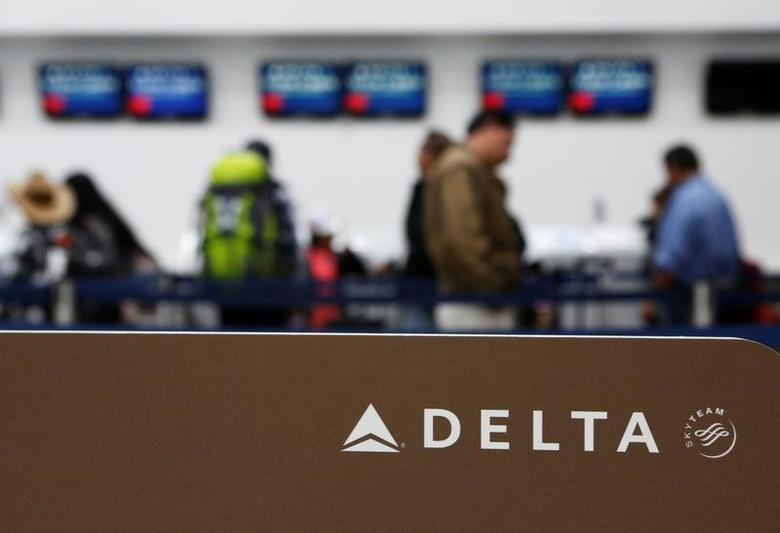 Passengers check in at a counter of Delta Air Lines in Mexico City, Mexico, August 8, 2016. REUTERS/Ginnette Riquelme