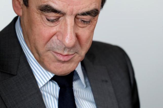 3月14日、フランス検察当局は、大統領選の共和党候補フランソワ・フィヨン元首相(写真)に対し、妻の架空雇用による公金流用疑惑などで正式な捜査を開始した。写真は14日、パリで撮影(2017年 ロイター/Christian Hartmann)