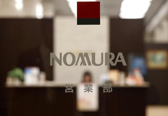 3月15日、野村証券は、インターネットや電話を使う証券口座のサービスを再編すると発表した。投資家の利便性を向上させるとともに、非対面サービスの強化につなげる。写真は都内の野村証券本社。昨年11月撮影(2017年 ロイター/Toru Hanai)