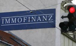 Логотип австрийского девелопера Immofinanz в Вене 5 февраля 2016 года. Австрийский девелопер Immofinanz сообщил в среду, что продажа российских активов, куда входит 5 крупных торговых центров в Москве, является предпочтительным вариантом для компании и ее планируется завершить до конца 2017 года. REUTERS/Heinz-Peter Bader