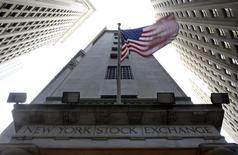 La Bourse de New York a débuté en légère hausse mercredi. Dans les premiers échanges, le Dow Jones gagne 0,13%, le S&P-500 progresse de 0,16% et le Nasdaq Composite prend 0,09%. /Photo d'archives/REUTERS/Chip East