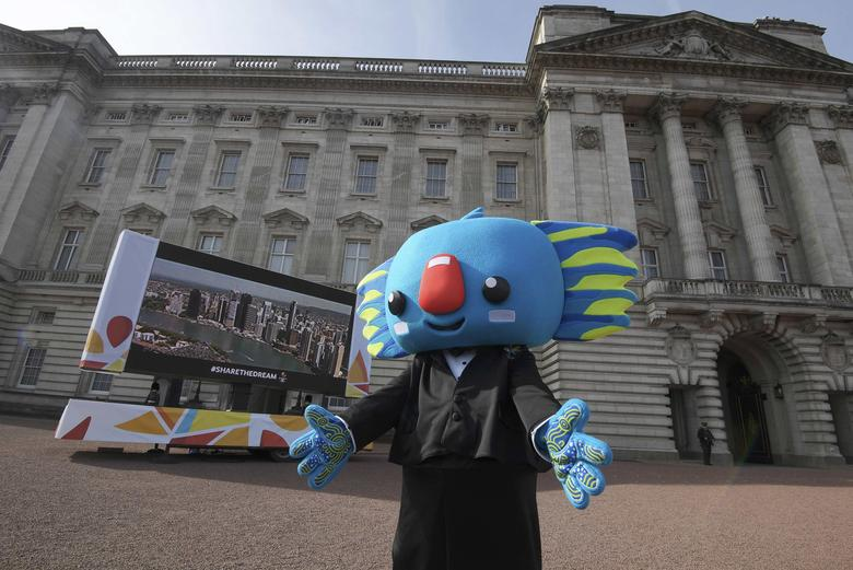 Gold Coast Commonwealth Games mascot Borobi  arrives on the forecourt of Buckingham Palace ahead of Britain's Queen Elizabeth and Prince Philip launching the Queen's baton Relay for the XX1 Commonwealth Games, in London, March 13, 2017. REUTERS/Toby Melville