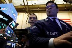 La Bourse de New York a fini en hausse mercredi. L'indice Dow Jones a gagné 0,54%. /Photo prise le 7 mars 2017/REUTERS/Brendan McDermid