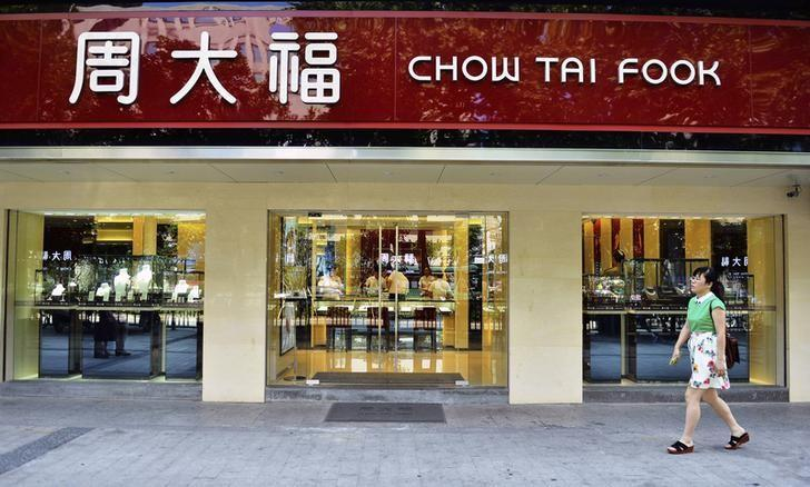 A woman walks past a Chow Tai Fook store in Hangzhou, Zhejiang province, July 19, 2013.  REUTERS/China Daily