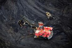 FILE PHOTO - Giant earth moving heavy equipment operates in the Syncrude tar sands mining operations near Fort McMurray, Alberta, Canada on September 17, 2014.   REUTERS/Todd Korol/File Photo