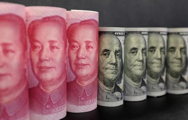 3月16日、中国人民銀行(中央銀行)は取引開始前に、人民元の対ドル基準値(中間値)を1ドル=6.8862元と、前日の6.9115元に比べ0.0253元(0.37%)元高・ドル安水準に設定した。写真は中国・北京で昨年1月撮影(2017年 ロイター/Jason Lee)