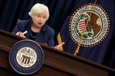 Глава ФРС США Джанет Йеллен на пресс-конференции в Вашингтоне. 15 марта 2017 года. Федеральная резервная система США повысила процентные ставки второй раз за три месяца. Сделать это американскому центробанку помогли стабильный рост экономики, значительное увеличение числа рабочих мест и уверенность в том, что инфляция ускоряется по направлению к ориентиру. REUTERS/Yuri Gripas