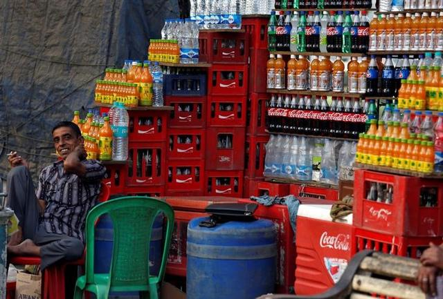 A vendor waits for customers at his shop New Delhi, March 6, 2017. REUTERS/Adnan Abidi